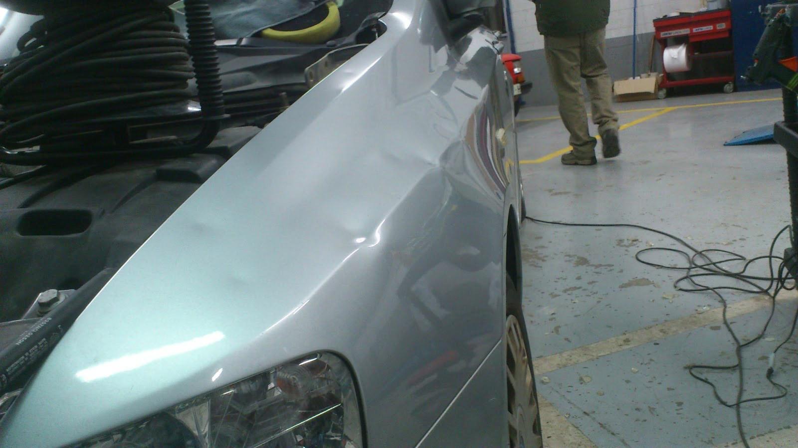 Ejemplos de cómo es posible sacar golpes en coches sin necesidad de pintar.
